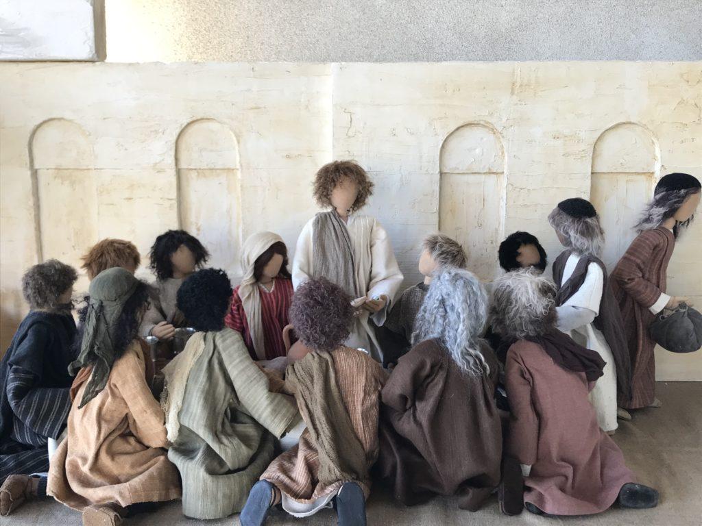 Abendmahl. Jesus teilt Brot und Wein mit seinen Jüngern. Macht dies zu meinem Gedächtnis. Musik O Domine von de Victoria.