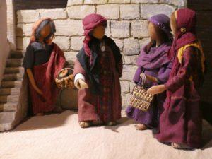 Frauengruppe mit Bibelfiguren